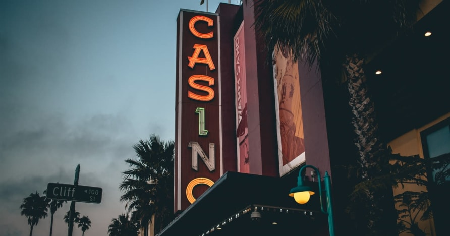 Online Casino Vs. Land-Based Casino - Know the Benefits